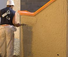 Crépir un mur extérieur à la machine